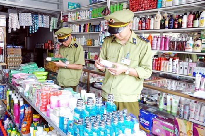 Rất nhiều cửa hàng mỹ phẩm bị kiểm tra do không buôn bán hàng không rõ nguồn gốc