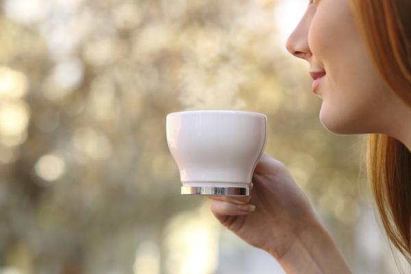 Uống trà thảo mộc giúp hạ sốt hiệu quả